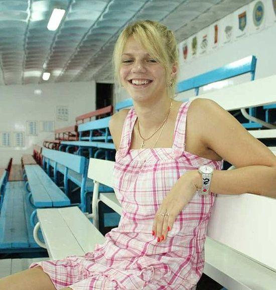 Чемпионка и рекордсменка мира по плаванию Юлия Ефимова на трибунах родного бассейна «Дельфин»