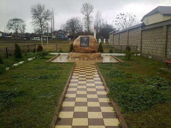 Памятник бывшему главе Магарамкентского района Гаджиеву А.И.