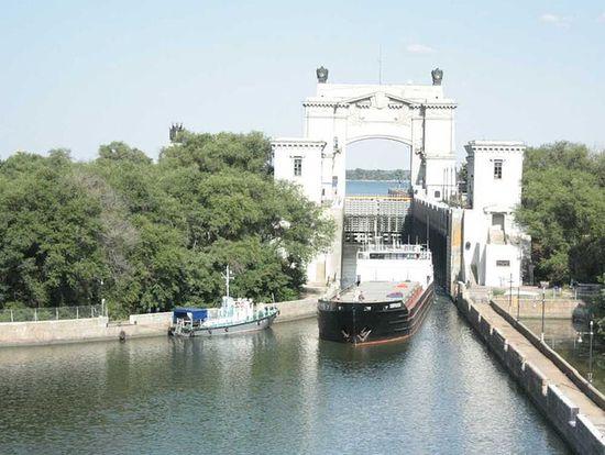 Шлюз №14 на участке судоходного канала Цимлянское водохранилище - река Дон