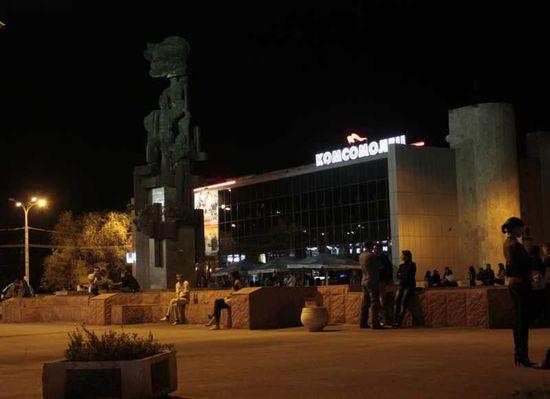 Кинотеатр «Комсомолец» вечером